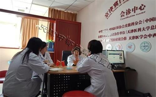 褚小玲教授与我院医师
